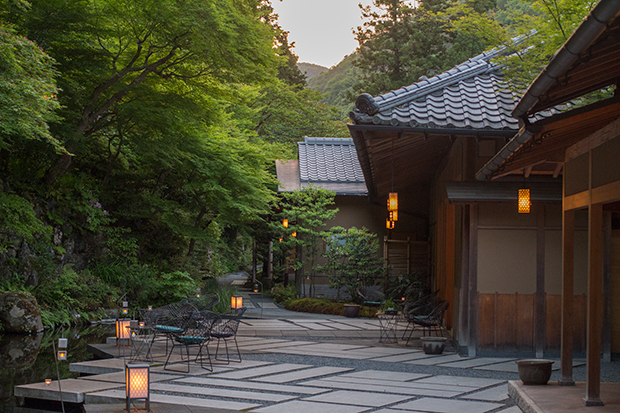 星のや 京都 夕暮れ